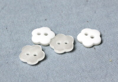 花型ポリボタン(2穴・白・11cm)APPLEHOUSE