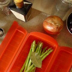 Lekue(ルクエ)社のスチームボックス。旨みを閉じ込めたヘルシー蒸し料理がレンジでカンタンに...