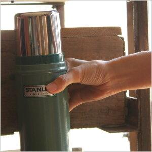保温能力に優れ、 軍隊でも使われるほどの耐久性を持つスタンレーのクラシックボトル。 レトロ...