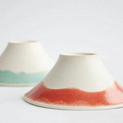 『メシは雪、湯気は雲海、 腹は空、富士に見立てた 茶碗で頂き』、富士山 に見立てた夫婦茶碗で...