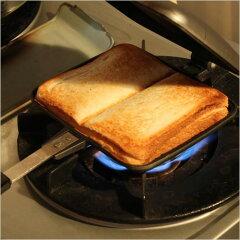 8枚切りのパン2枚のあいだに好きな具材を挟んで両面を数分焼くだけであっという間にアツアツの...
