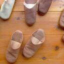 モロッコで昔から履かれている、かかとを潰した履物バブーシュ。ひとつひとつが天然素材を使用...