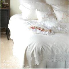 真っ白なベースに、アイレットのコットンレースがシンプルでかわいらしいベッドカバーセット。...