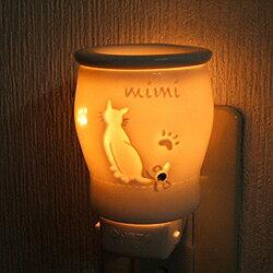 おしゃれなアロマライト(アロマランプ)。コンセント差込式。猫(ネコ)のデザインのコンセン...