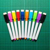 磁石でくっつくホワイトボード用マーカー9色+黒の10本。キャップにイレーザ付き。消せるカラフルマーカーペン白板カラーボードイレーザかわいい