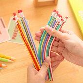 手をペンに合わせるのではなくペンが手の位置にすっぽり収まる、フレキシブル鉛筆9本。おしゃれかわいいくねくね柔らか曲がる懐かしキッズ