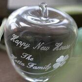 【名入れ無料】結婚記念・誕生日・長寿・退職などの贈り物に気持ちを伝える記念品のクリスタルのりんごをプレゼントしてみませんか。【クリスタルりんご ラッキークローバー柄】【楽ギフ_名入れ】