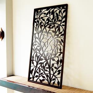 バリ島のリゾートホテルのインテリアのようにお部屋の壁を飾るアジアンアート。バリ島の人気ア...