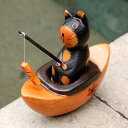 魚釣りが大好きな小船に乗った木製の アジアン バリネコオブジェ[9249]【木彫りの動物 バリ島のネコ ねこ 猫の置き物 インテリア置物 飾り ウッドオブジェ 彫刻 木製デコレーション バリ 雑貨 アジアン雑貨 新生活】