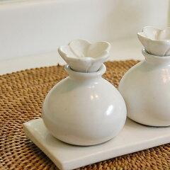 プルメリアをモチーフにしたバリ島の人気アジアン雑貨陶器でできた小瓶(ホワイト色)(8252)...