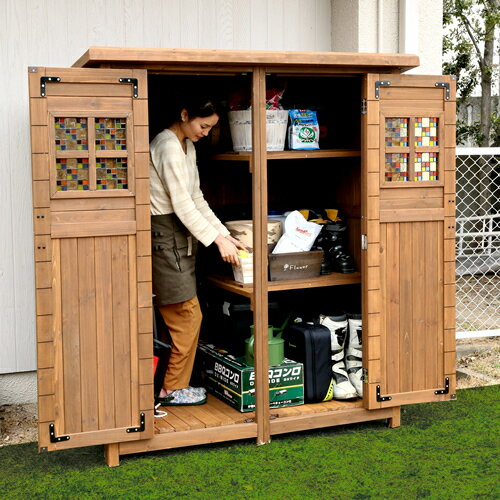 大人が入れる大型サイズの木製物置!扉にはめ込んだステンドグラスがお庭に映える収納庫ポタジェモザイク木製物置小屋商品型番:ptg-177lbr