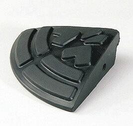 カーステップ 衝撃を和らげる合成ゴム製カーステップ コーナータイプ 幅15cm 高さ4.5cm ロードアップG コーナー5 ブラック ゴム 合成ゴム リッチェル 連結可能 段差 対策 解消 乗り入れ 車 カー ステップ 衝撃吸収 tt-rrug5c