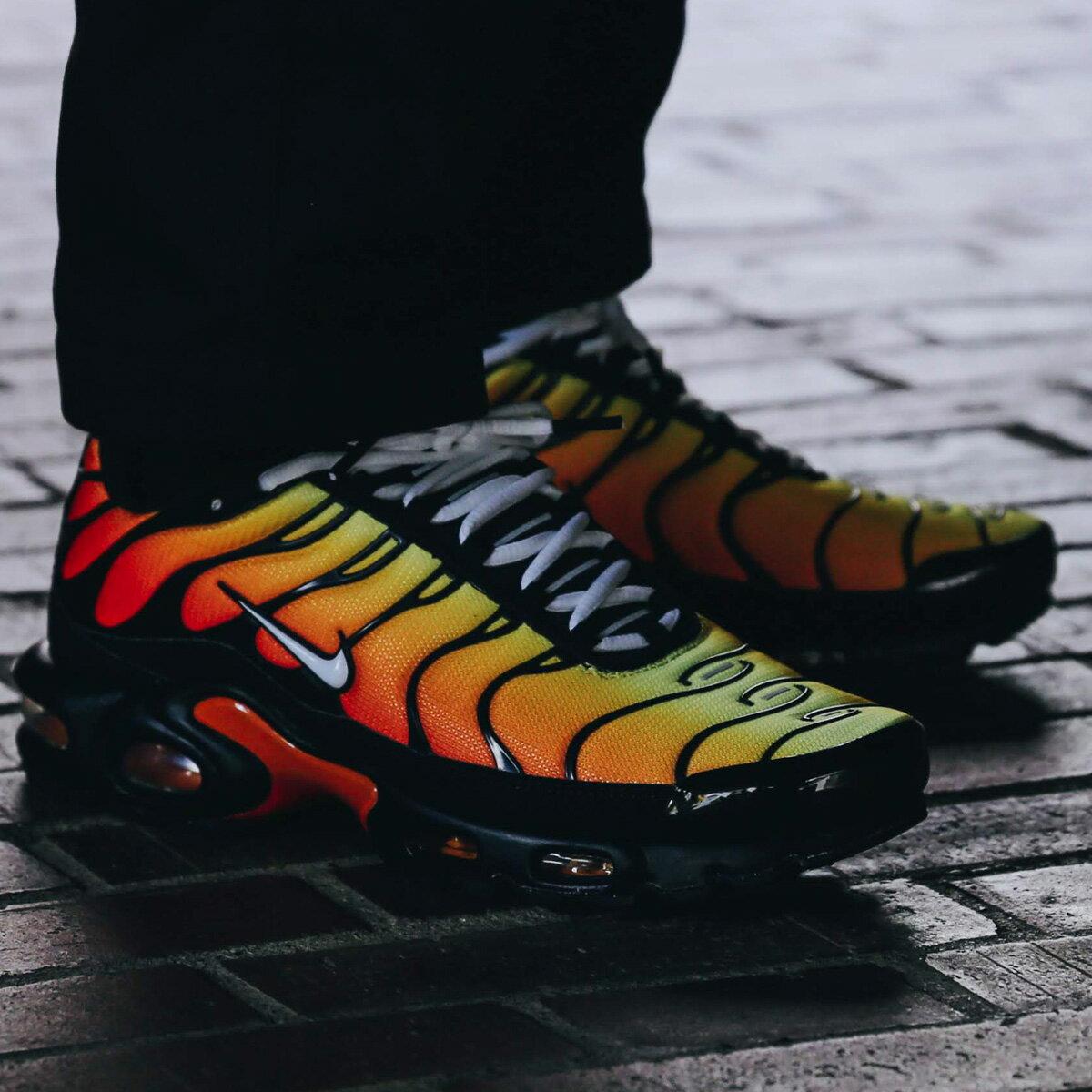 メンズ靴, スニーカー NIKE AIR MAX PLUS( )BLACKWHITE-PURE PLATINUM-HABANERO RED 19FA-I