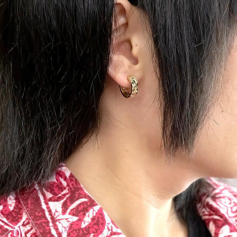 メンズ ハワイアンジュエリー イエローゴールドk18 片耳ピアス フープピアス 地金 中折れ式ピアス 18金 ミル打ち マイレ スクロール プルメリア シンプル 男性用 エンゲージリングのお返し