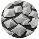 地中海クリスタルフレークソルトレッドチリ125g ピラミッドの型をした結晶が美しい海水塩 2