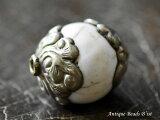 【1908】ネパールの両端に金属を嵌め込んだ丸型貝ビーズA,とんぼ玉,アンティークビーズ