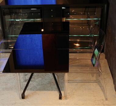 イタリア製伸張昇降ガラステーブルブラック色が人気!