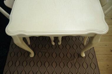 白いクラシック調ダイニングテーブル