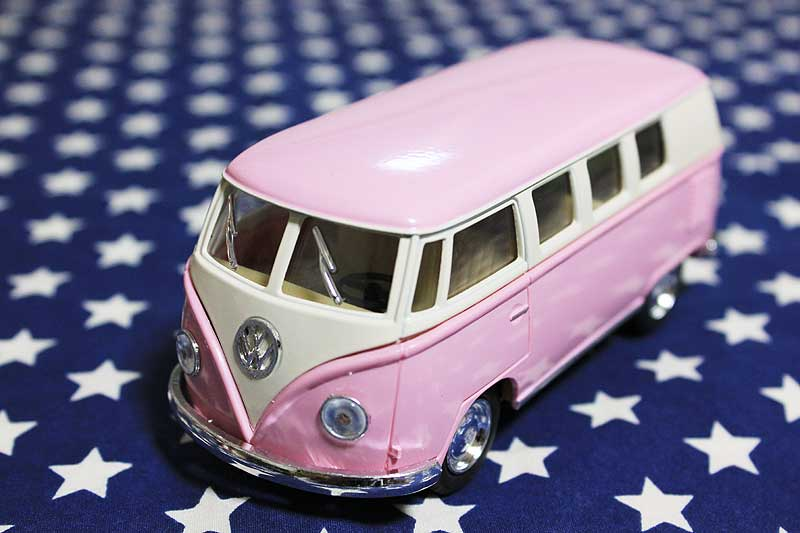 ワーゲンバス ミニカー プルバックカー 62年式 ピンク アメリカ 雑貨 クルマ 模型 フォルクスワーゲン 置き物 玩具 ガレージ 店舗 カフェ インテリア ミニカー