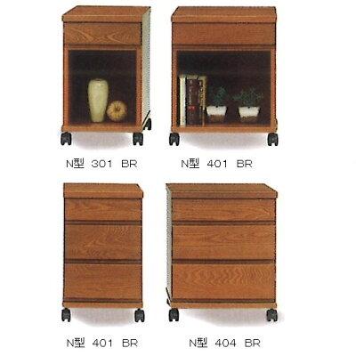 N型301ナイトテーブル材質:ニレ材3色対応(ナチュラル・ブラウン・ダーク)ストッパー付キャスターで移動も楽々コンセント付人気商品のため、要在庫確認