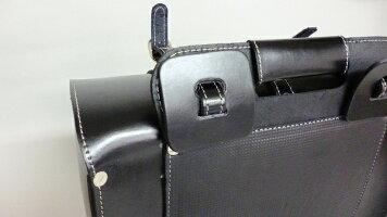 ベルト部分には同厚のあて革がついています