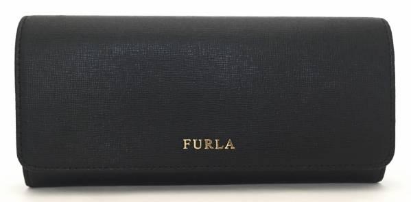 f3f65a06e439 カラー:ブラック×ゴールド金具素材:型押しレザー仕様:ホック式フラック開閉 内側:札入れ×2 ファスナー式小銭入れ×1 カードポケット×12  オープンポケット×3