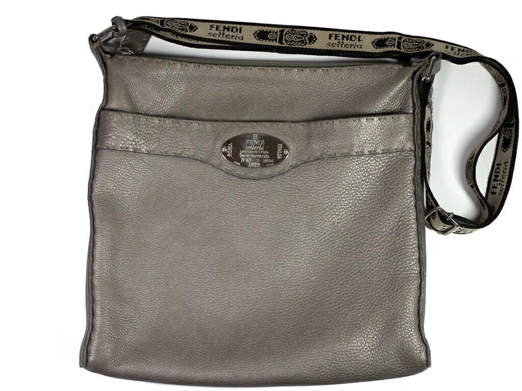 e8e475828590 商品名:バッグ 付属品:なし サイズ:約W29×H28×D2.5cm ?ショルダーストラップ(金具除く)約65~124cm カラー:グレー  素材:レザー×シルバー金具