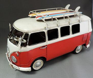 ワーゲンワゴン風 ブリキおもちゃ ワーゲンバス風 レトロ 車 ビンテージカー 置物 飾り サーフィンボード付き レッドツートーン ビーチインテリア ヴィンテージ加工 メタル VANS サーフボード カーぶりき送料無料