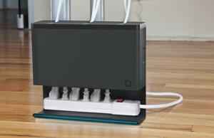 デスク下で行き場を失ったケーブル達を見事に収納、しっかりと節電に対応できるケーブル・電源...