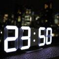 暗闇に数字が浮かび上がる3DデザインLED時計