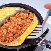 焼面がオムライスの形で型どられて入るのが特徴