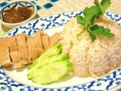 鶏の脂でお米を炒め、鶏のスープで炊き上げたタイ式チキンライスですカオマンガイ(タイ式チキ...