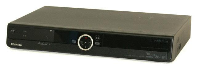 【中古】迅速発送+送料無料+動作保証!値引交渉歓迎! TOSHIBA 東芝 RD-E304K デジタルハイビジョンチューナー内蔵ハードディスク&DVDレコーダー(HDD/DVDレコーダー) HDD:320GB リモコン代替品【@YA管理1-53-PL19Y27460】