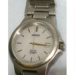 【中古】本物セイコー紳士用ソーラーチタン素材軽い時計V145-0060時間は正確ですが時刻合わせに難有のためジャンク品 ○A12-2