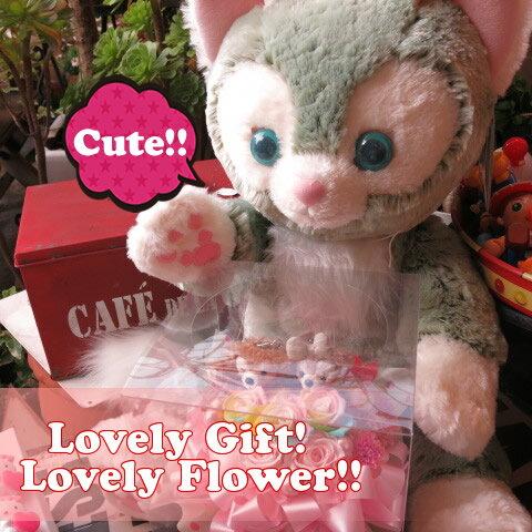 誕生日プレゼント ジェラトーニ ぬいぐるみ 大きなジェラトーニがお花を抱えた サプライズ ダッフィー&シェリーメイ レインボーローズ プリザーブドフラワー入り:フラワーガーデンリーブス