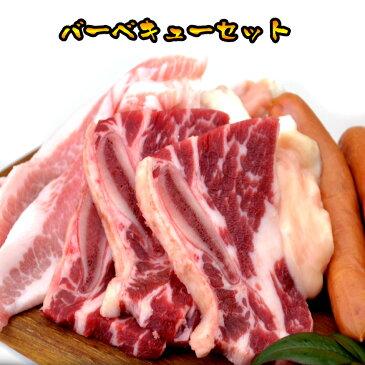 お歳暮 ギフト 内祝い 牛肉 バーベキューセット 2kg 骨付きカルビ1kg 豚トロ200g ミックスホルモン500g ウィンナー300g 焼肉 バーベキュー タレおまけ 送料無料