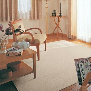 飽きのこないデザイン、ナチュラルなカラーとウールならではの肌触りのベーシックなカーペット