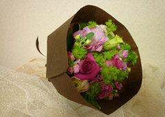 ピンクバラを使ったブーケ風花束はとてもキュート♪誕生日花束にも送別用花束にもお勧めです★[...