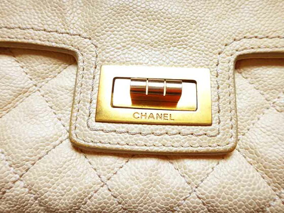 CHANELシャネルバッグチェーンショルダー鞄カバンかばんキャビアマトラッセ25白×ゴールド金具ショルダーバッグ【中古】