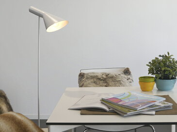 AJ フロアライト ホワイト LED電球付 アルネ・ヤコブセン Arne Jacobsen デザイナーズ フロアランプ インテリア照明 ソファ リビング 北欧 ソファ 寝室 ベッド リプロダクト スタンドライト アルネヤコブセン 間接照明 スポットライト フロアスタンド