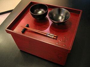桜・紅葉模様の美しい箱膳 箱膳 春秋 三崎作 (木製 越前漆器)