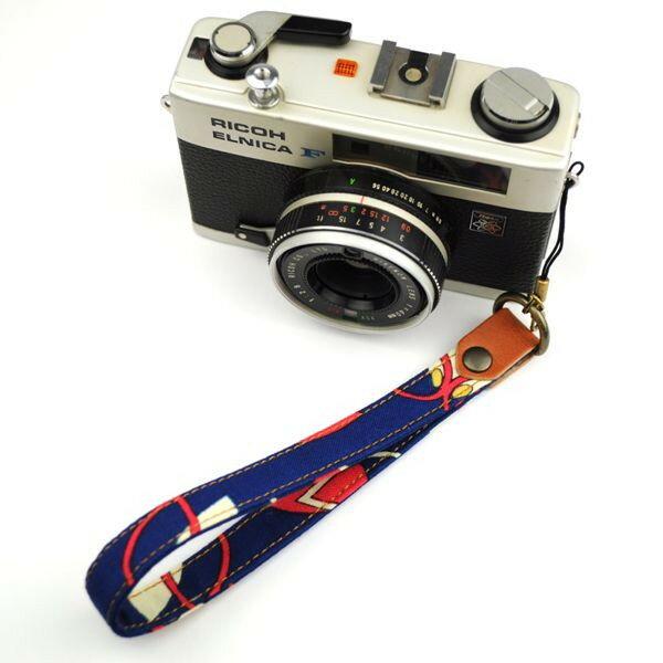 和柄カメラハンドストラップ【5青レトロ】アンティーク着物の柄がレトロでカワイイ和柄カメラストラップ 敬老の日