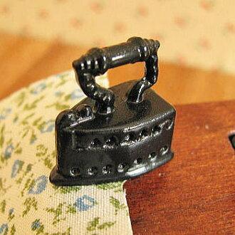Miniature gadgets box iron