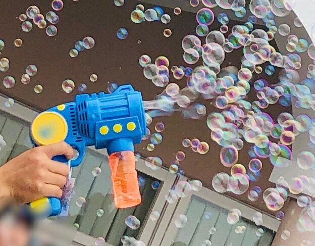 【バブルキャノン】/引き金を引くと電動でシャボン玉が飛び出す!祝福のバブルシャワーに最適/結婚式 演出/フラワーシャワー/バブルシャワー/