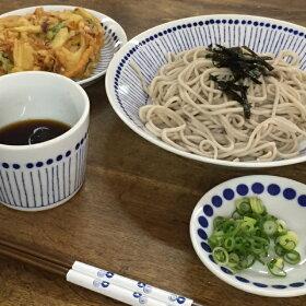 蒼十草(そうとくさ)麺鉢青と白の反らし型7.0鉢ストライプ大鉢ラーメン鉢丼どんぶり和食器日本製カネ定蒼の器