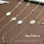 均等な感覚にシェルとゴールドのパーツを配置したステーションタイプのネックレス レディースネックレス