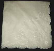 刺繍入りハンカチ(ギフトケース入り)(48cm×48cm、一部ローズ柄刺繍入り、16g,アイボリー色)
