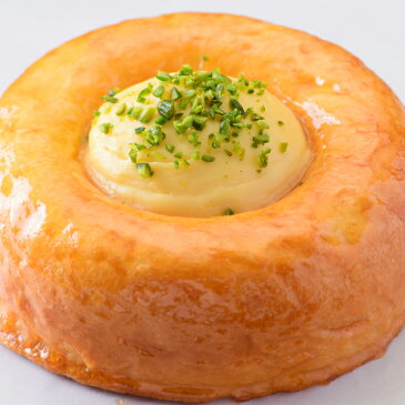 ブリオッシュ生地にシロップを染み込ませカスタードクリームを添えたオーセントホテル小樽 謹製「サヴァラン」(送料別)