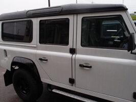ディフェンダー新車OPガラス全面高耐久性撥水コーティング(油膜落し含む)