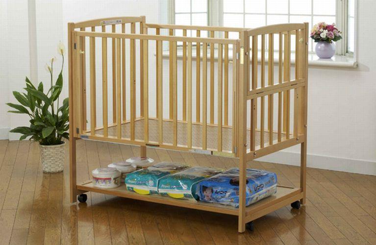 4c5323fbd511f ベッドの前面と側面の2ヶ所が開閉できる、赤ちゃんのお世話がしやすいハイタイプベッドです。